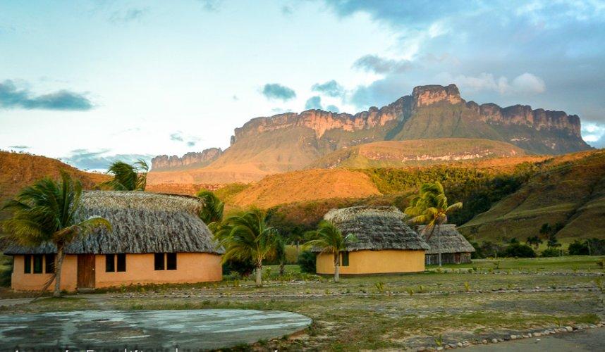 """Araguato Expeditions"" Kavac / Canaima & Salto Angel - Venezuela"